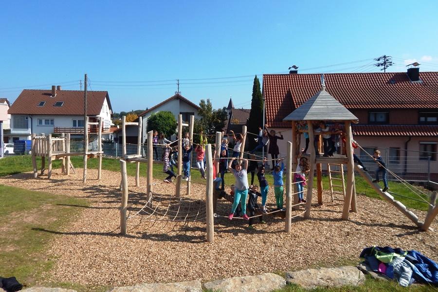 Klettergerüst Schule : Rudelzhausen neues klettergerüst für die schule